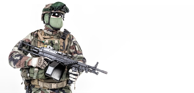 Pára-quedista do 1º regimento de pára-quedas de infantaria da marinha da frança rpima