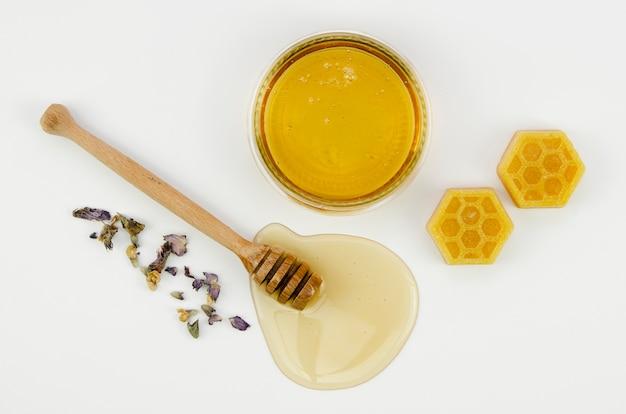 Para ver a cera de abelha com mel