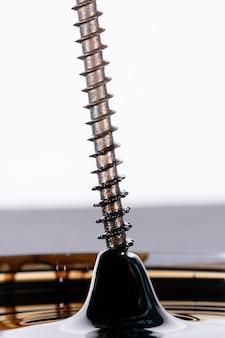 Parafuso de perfuração de aço inoxidável com fenômeno magnético