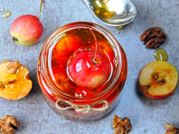 Paraíso maçãs e nozes em mel