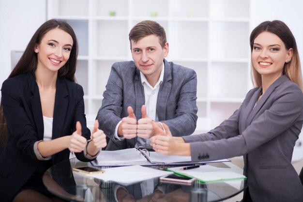 Parceiros de negócios trabalhando juntos