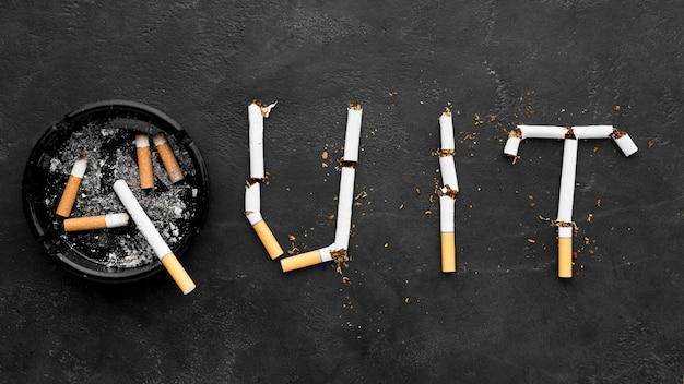 Pare de fumar mensagem com cinzeiro ao lado