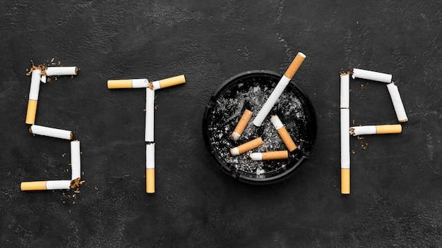 Pare de fumar mensagem com cinzeiro