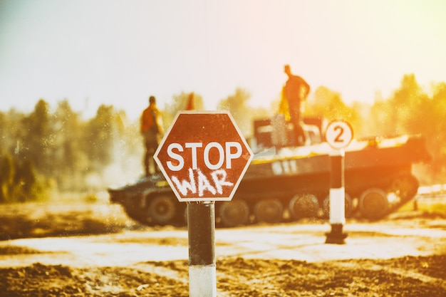 Pare de guerras. conceito - sem guerra, interrompa as operações militares, a paz mundial. pare o sinal de guerra