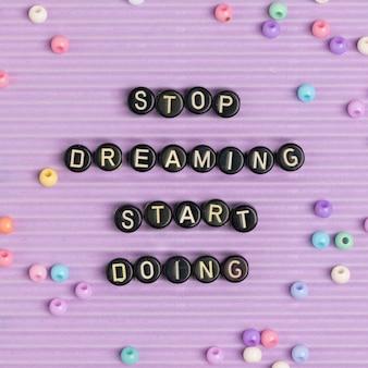 Pare de sonhar comece a fazer missangas mensagem tipografia