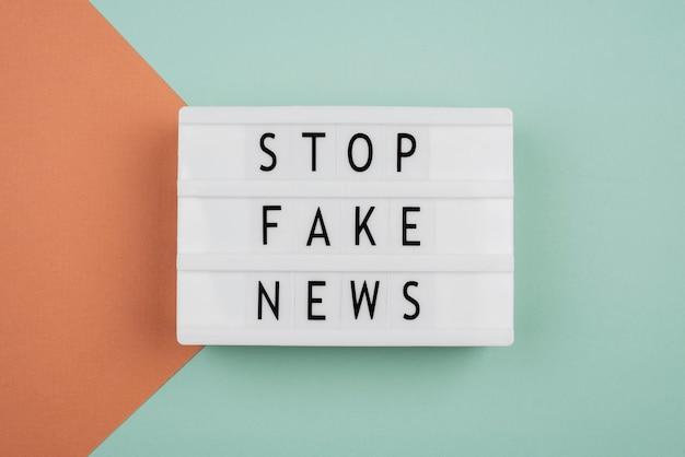 Pare o conceito de notícias falsas acima da vista