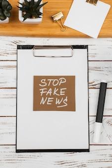 Pare o conceito de notícias falsas com a área de transferência