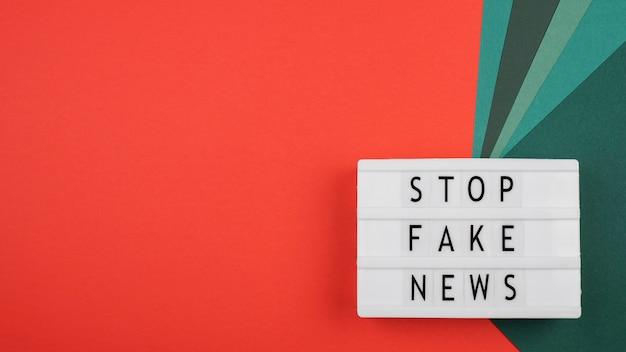 Pare o conceito de notícias falsas com espaço de cópia