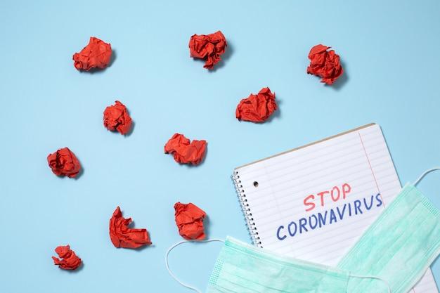 Pare o texto do coronavírus escrito no caderno aberto