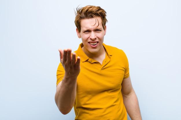 Parecendo irritado, irritado e frustrado gritando wtf ou o que há de errado com você