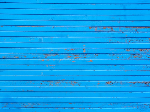 Parede azul com listras