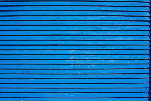 Parede azul de tábuas finas fundo ou textura
