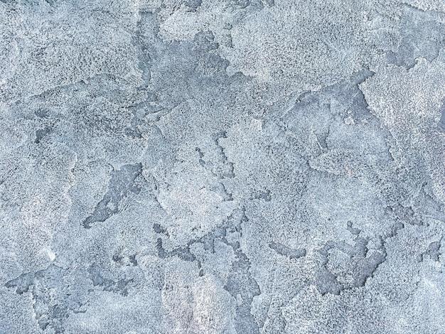 Parede azul velha coberta com gesso desigual
