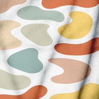 Parede branca com padrão abstrato colorido do lado de fora