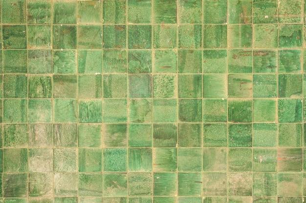 Parede com quadrados verdes