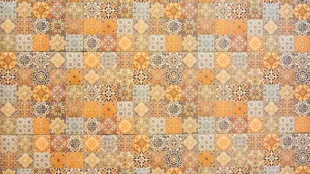Parede de azulejos coloridos vintage