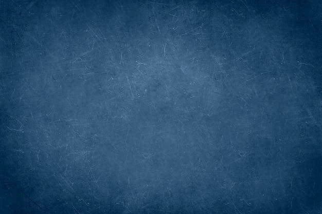 Parede de concreto azul com arranhões