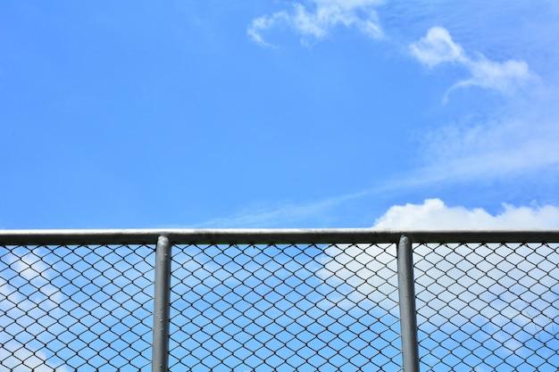 Parede de fio de metal de gaiola na cadeia