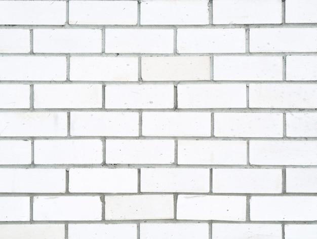 Parede de fundo feita de tijolos de cimento branco e cinza, composição horizontal vazia