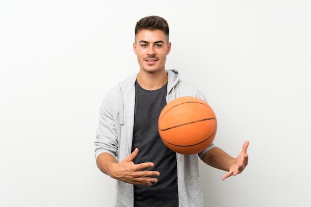 Parede de homem esporte com bola de basquete