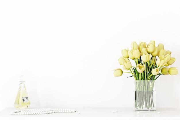 Parede de maquete e decoração com flores amarelas sobre fundo branco da parede
