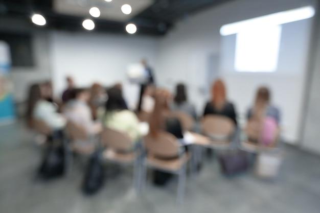 Parede de negócios. a imagem borrada da sala de conferências.