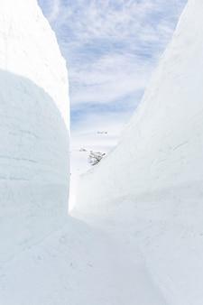 Parede de neve na rota alpina tateyama kurobe