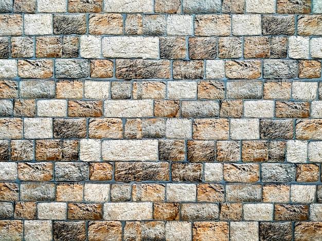 Parede de pedra horizontal aleatória em diferentes tons de marrom