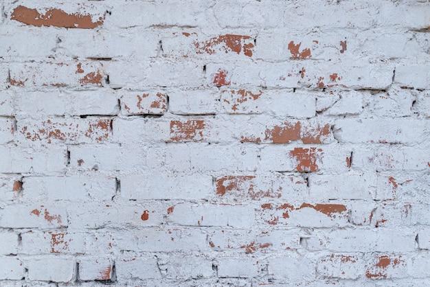 Parede de tijolo branco velha com tijolos envelhecidos manchados textura de parede de tijolo industrial em ruínas brancas