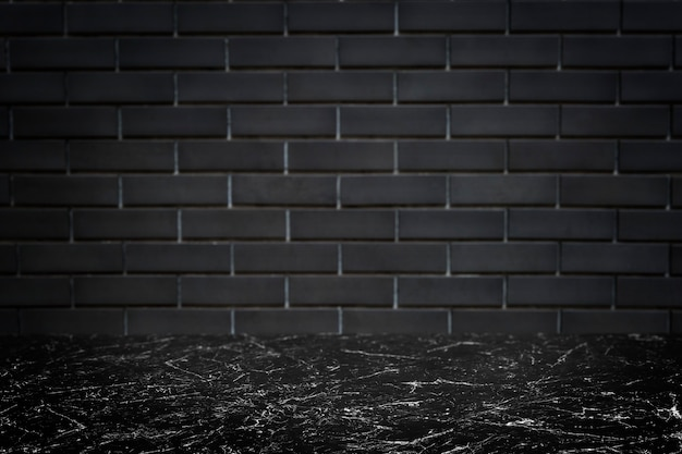 Parede de tijolo cinza escuro com fundo de produto de piso de mármore preto