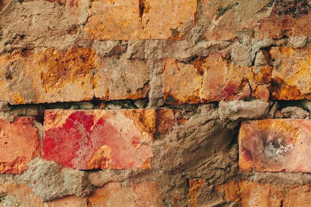 Parede de tijolo marrom resistida velha para o fundo