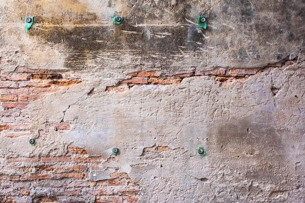 Parede de tijolos antigos com textura de rachaduras