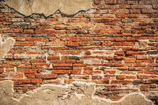 Parede de tijolos antigos, parede vermelha rachada