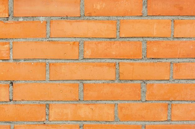 Parede de tijolos com concreto e pedras