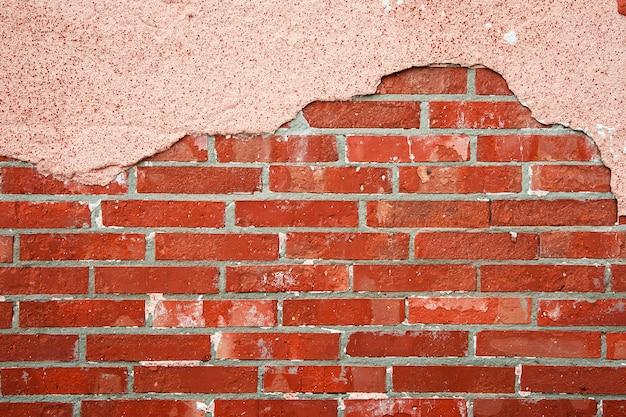 Parede de tijolos com concreto rachado