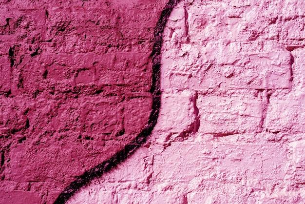 Parede de tijolos pintada de vermelho e rosa. textura de fundo.