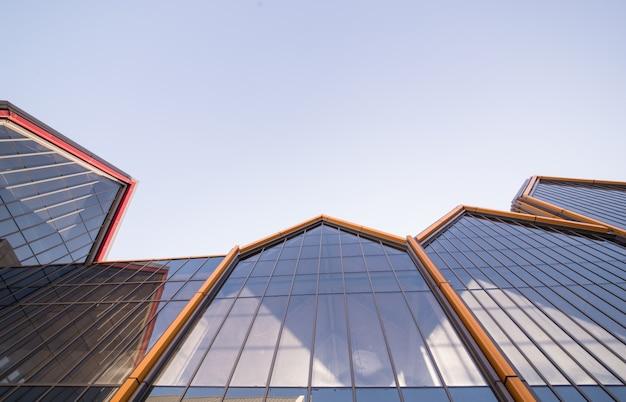 Parede de vidro de edifício moderno