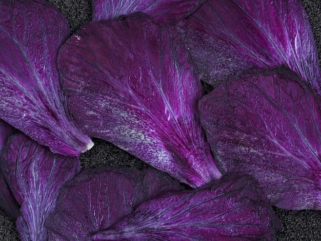 Parede decorativa marrom pétalas secas.