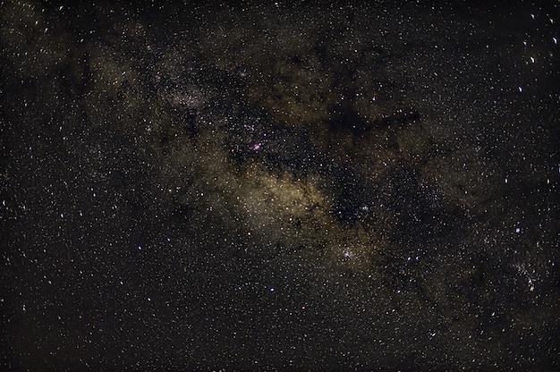 Parede do céu e estrelas à noite milkyway