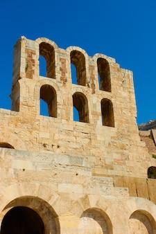 Parede do teatro de dioniso na acrópole em atenas, grécia