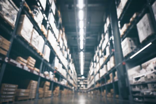Parede embaçada de estoque de produtos de estoque de armazém para logística, conceito de remessa internacional de importação e exportação