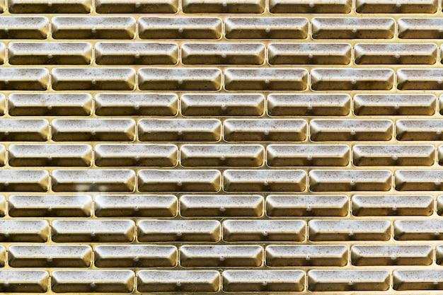 Parede externa de textura metálica dourada