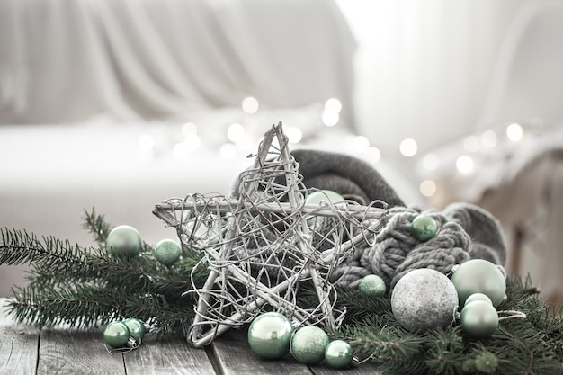 Parede festiva de ano novo em uma atmosfera caseira.