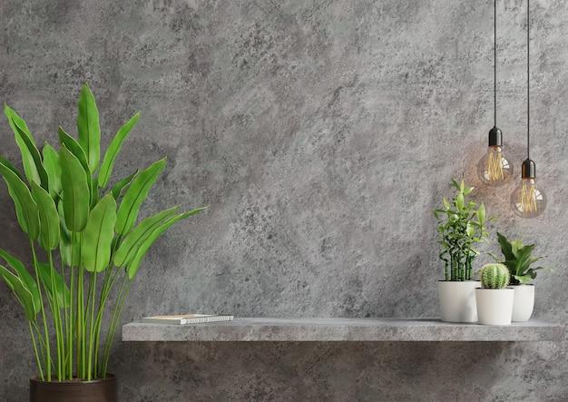 Parede interna com planta verde, parede de cimento e prateleira