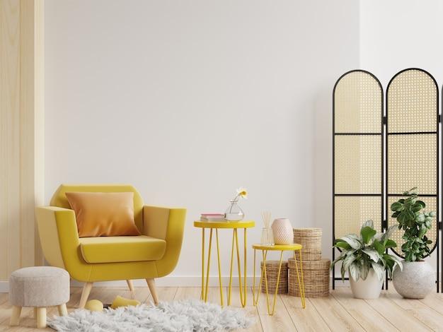 Parede interna da sala de estar em tons quentes com poltrona amarela na parede branca. renderização 3d