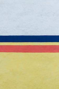 Parede pintada vintage em três cores