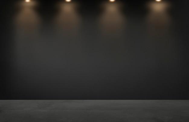 Parede preta com uma fileira de holofotes em uma sala vazia