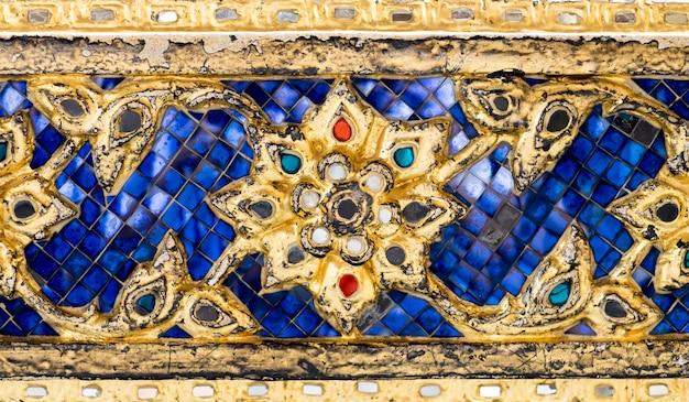 Parede tailandesa da arte do teste padrão do mosaico, fundo da textura