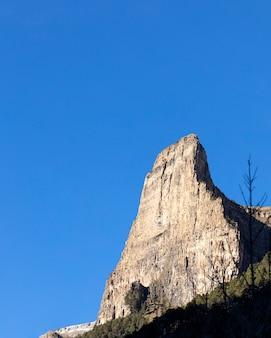 Parede vertical para escalada