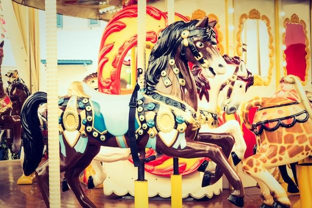 Paris criança cavalos de férias rotunda